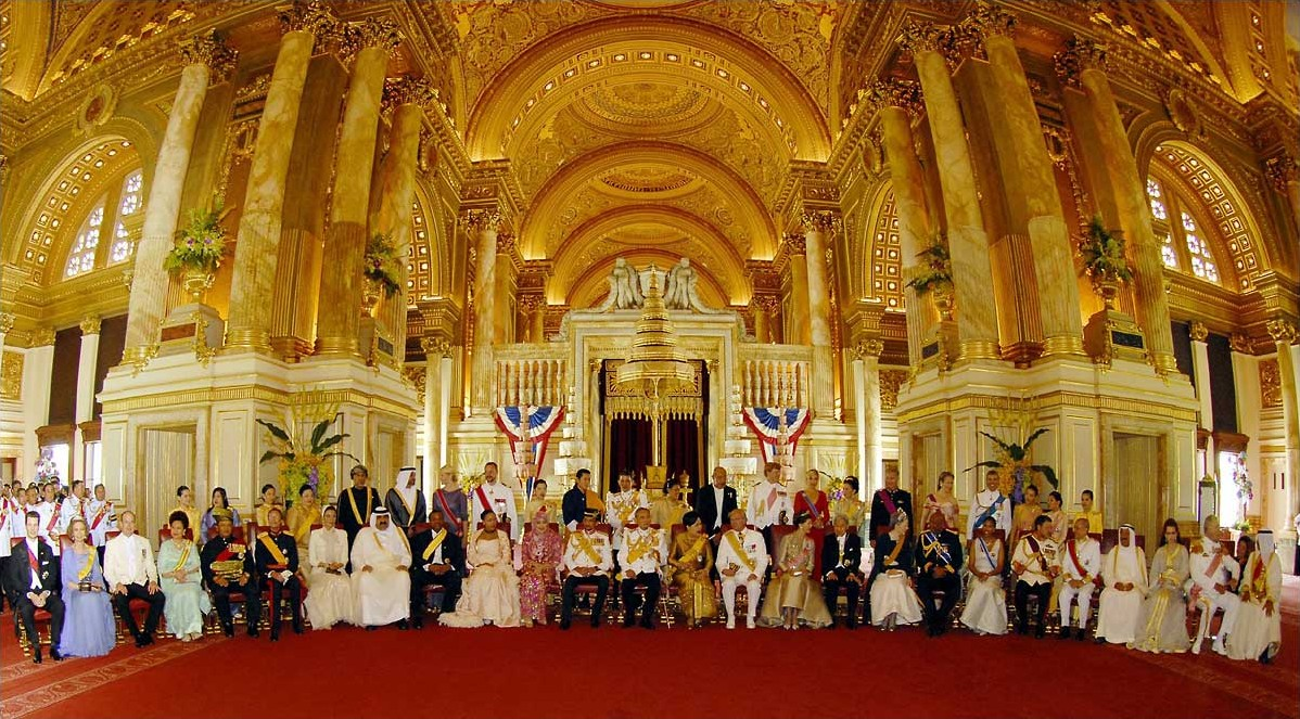 Gathering of royalty from around the world to celebrate His Majesty's ...: www.hermanstudios.com/kingbhumipol.html