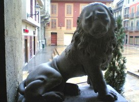 A friendly lion in a plaza of Oviedo
